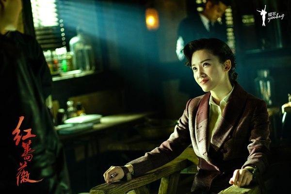 《红蔷薇》杨子姗陈晓重逢热吻 用生命拍戏溺水险窒息