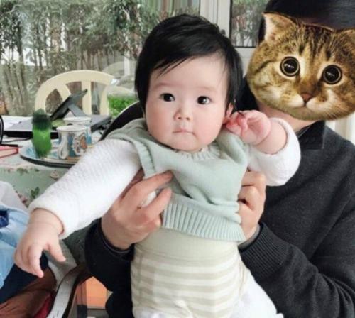 王励勤女儿首曝光 水灵灵大眼睛萌翻网友!