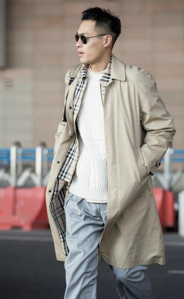 杨祐宁受邀纽约时装周 运动复古风轻装现身