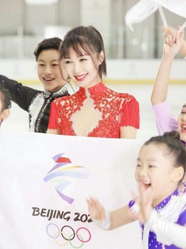 李菲儿北京八分钟亮相 曾参加张艺谋花滑综艺!