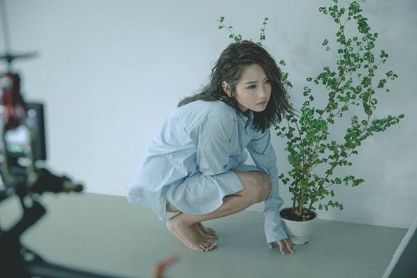 何洁《给陌生女孩的歌》MV将发_用歌声温暖人心