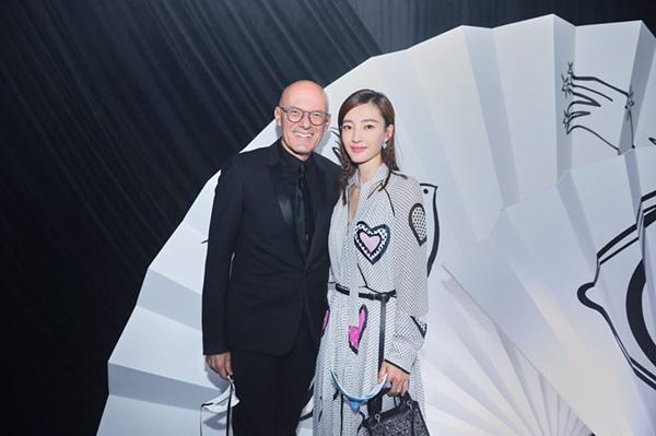 王丽坤邂逅超现实高订发布秀  洋溢初春清爽时尚风