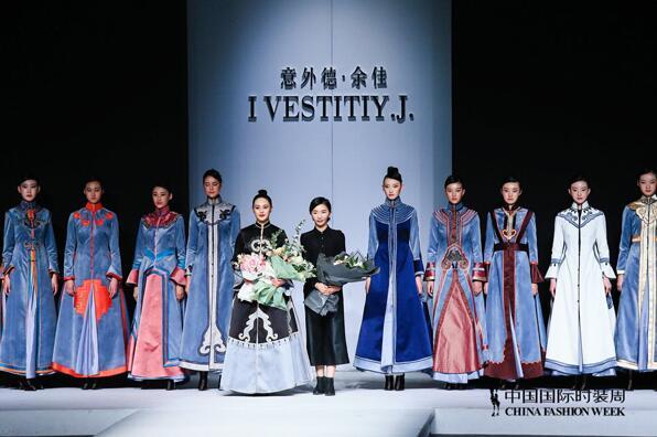 中国国际时装周最后一天,众明星出席了一场名为嫣兰的秀
