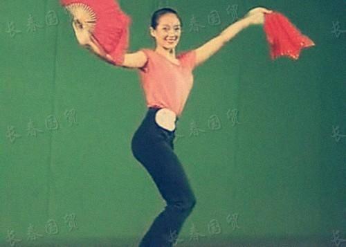 章子怡15岁舞蹈比赛旧照曝光 身材出众长相甜美!