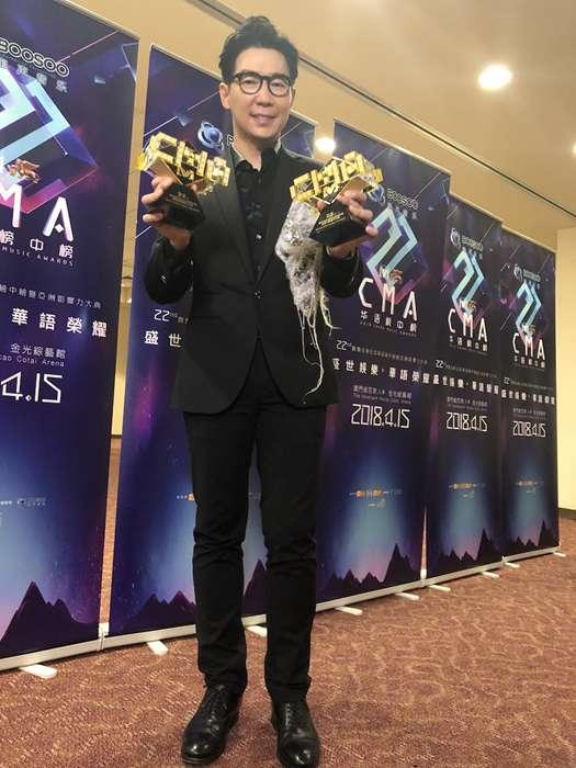 品冠全球华语榜中榜斩获两项大奖 献唱《戒心伤》感动