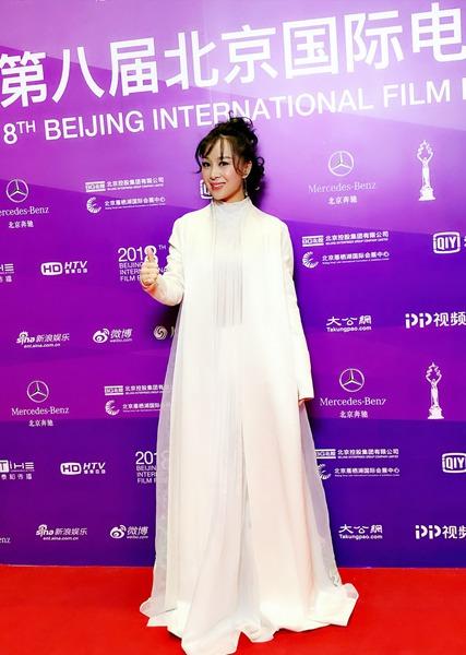 英皇实力派新锐女星魏一 亮相北京国际电影节红毯