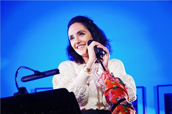 """《安娜和她的朋友们·音乐会》:当小河万晓利张玮玮遇见""""法国女主唱"""""""