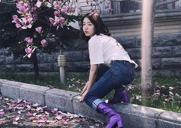 王思潺晒照片 拍照方式调皮搞怪