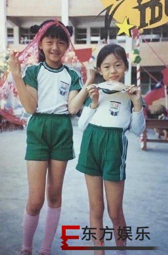 大小s童年旧照曝光 姐妹俩青涩可爱长腿吸睛!