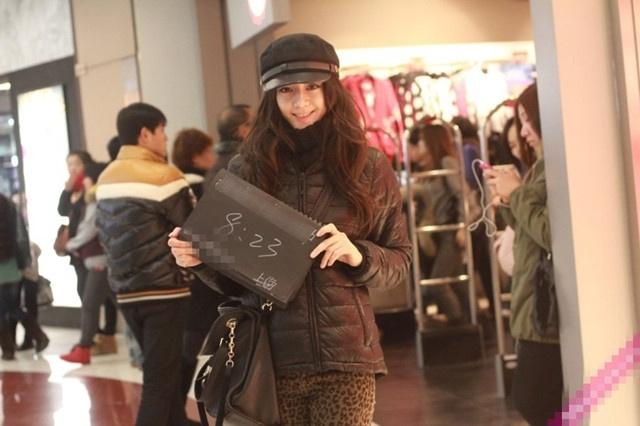 迪丽热巴大学街拍曝光 网友大赞纯天然美女!