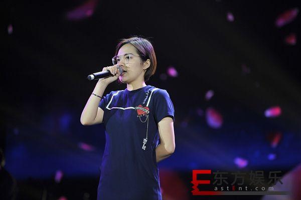 刘思涵扮学妹现身校歌赛引欢呼 献唱热剧《归去来》插曲《痛》今日上线