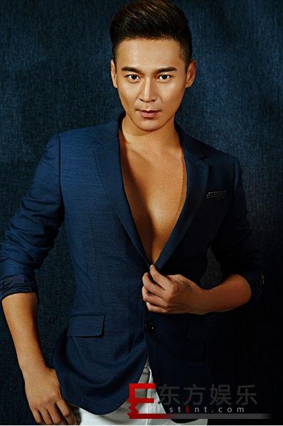 刘冠翔曝写真大片 质感穿搭尽显型男魅力