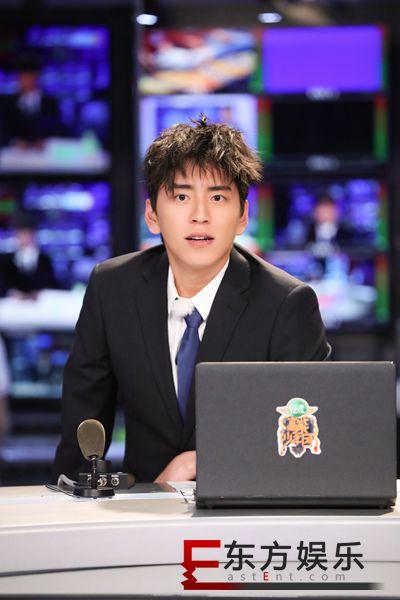 王大陆挑战新闻播报  校园男神回归撩拨少女心