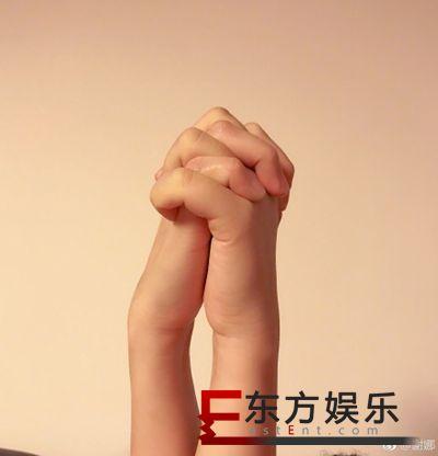 谢娜陈乔恩牵手照 深夜好姐妹聊不停!