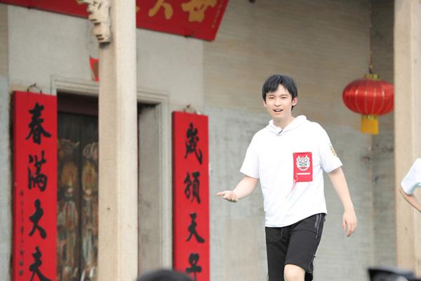 《高能》王俊凯弹跳力破纪录,董子健单腿站技压众人