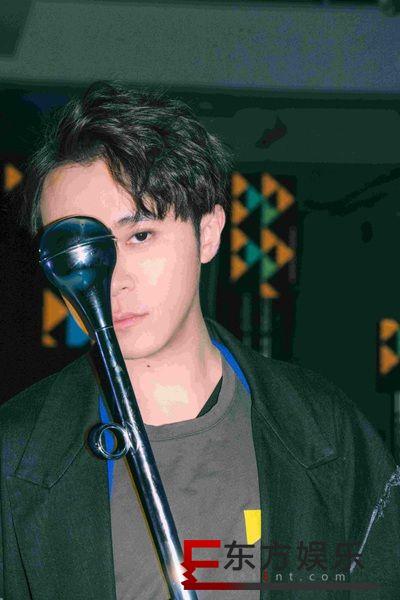 吴青峰新歌用简单轻松的玩乐释放态度 口碑爆棚