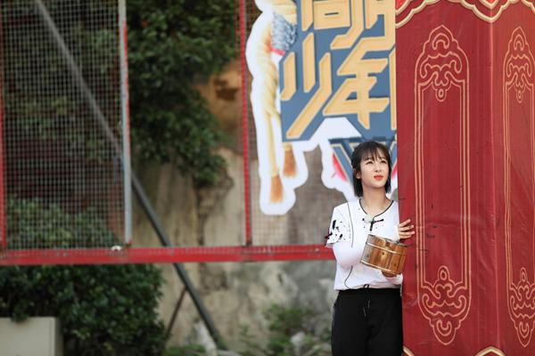 """《高能》杨紫成""""选美冠军"""",张一山开启吃播模式"""