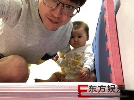 江宏杰晒女儿萌照 简直是迷你版福原爱!
