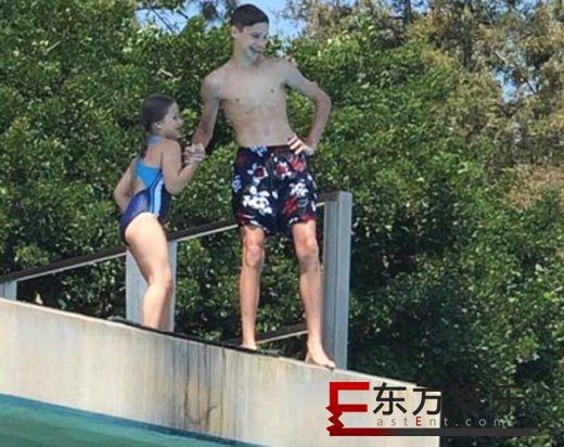 小贝爱女高台跳水 兄妹搭档双人跳水获哥哥打气!