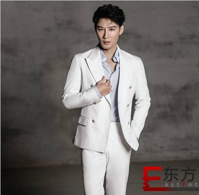 高凯元西装组图上线  蓝白套装也能帅skr人