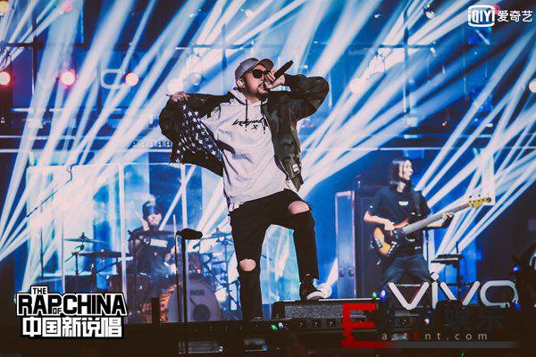 快get rapper们的穿搭术 让《中国新说唱》帮你提升潮值