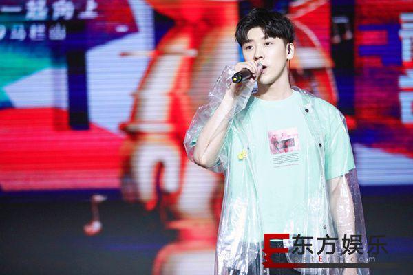 王博文惊喜助阵青春芒果节 青春能量官热力献唱《地心引力》