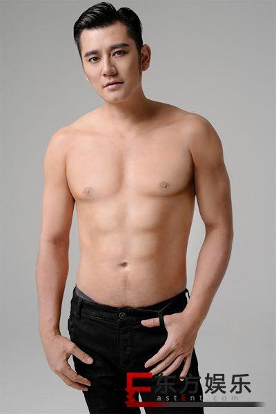 《我家那小子》钱枫减肥21斤拍时尚大片 六块腹肌显型男魅力