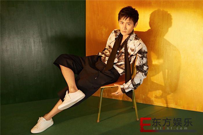 李雨轩新写真上线 复古版衬衣演绎夏末新风尚