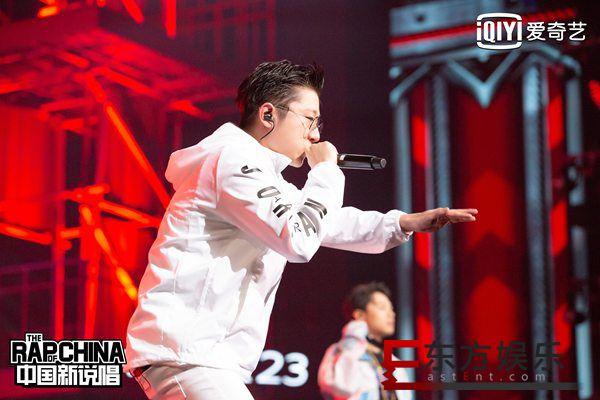 《中国新说唱》年度屠榜金曲再燃舞台 总决赛首轮那吾克热拔头筹