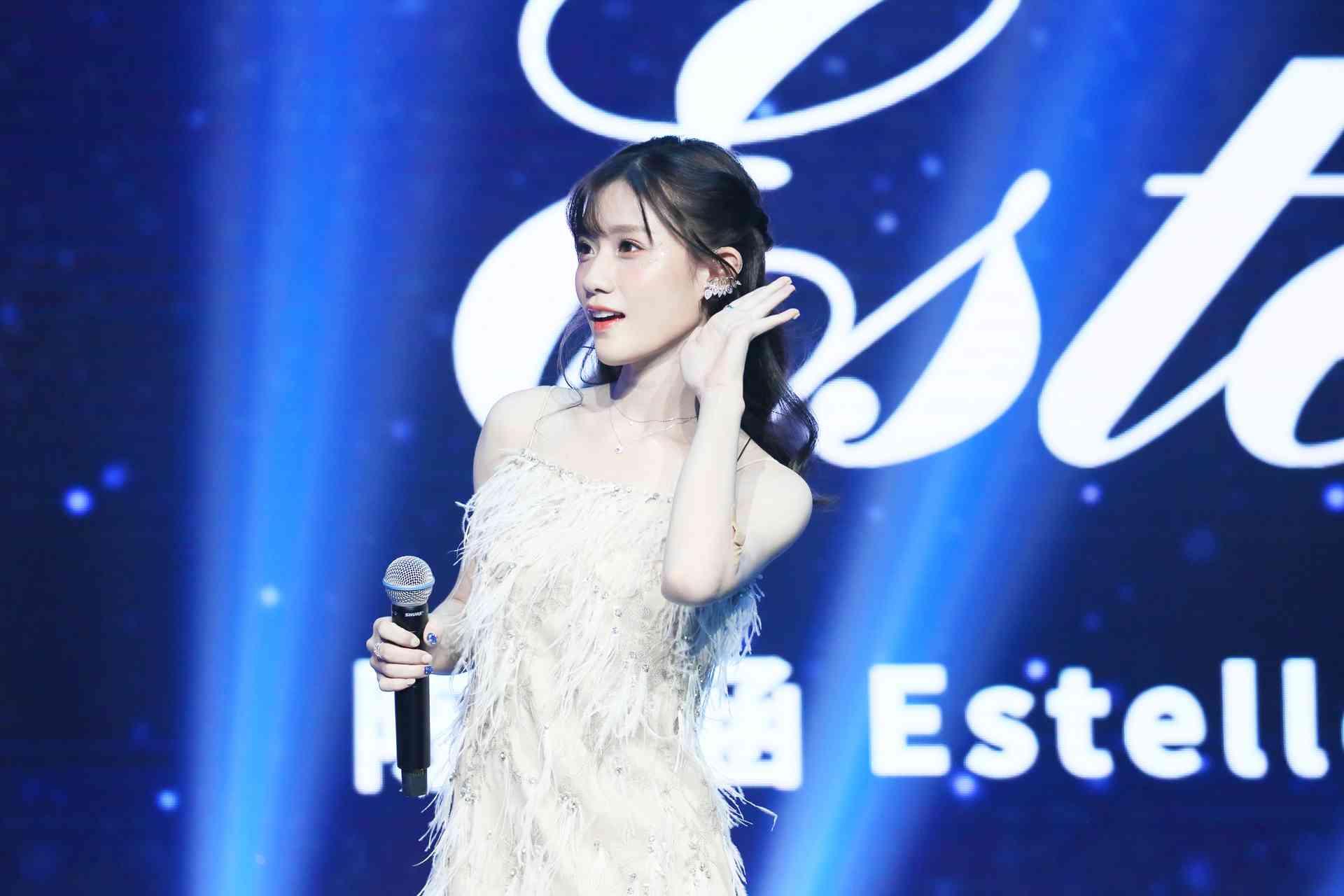"""陈意涵Estelle生日会首唱《我喜欢你》 见证成长从""""心""""出发"""