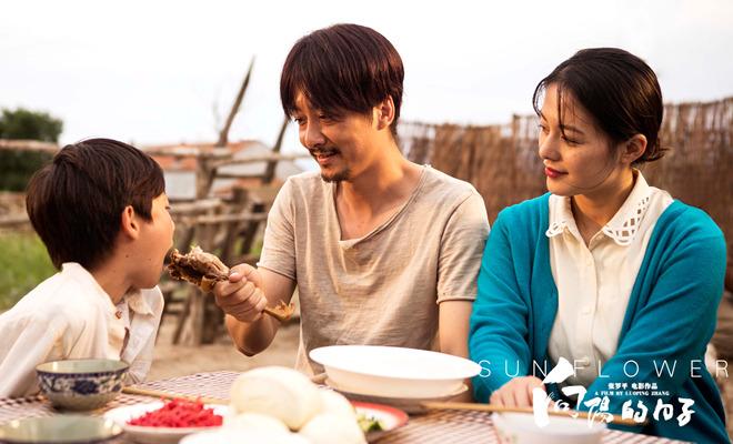 """《向阳的日子》今日上映首曝片花 五大看点领略""""最好的爱是陪伴"""""""