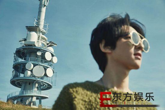 """乐评:赵天宇《局外人》:城市中""""唱故事的人"""""""