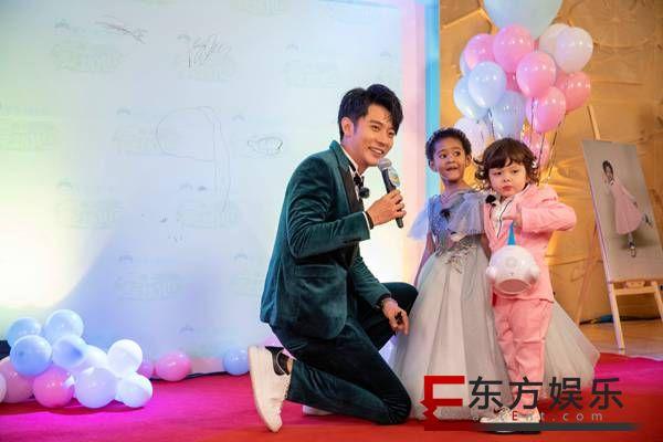 《爱上幼儿园》萌娃毕业!洪欣张丹峰携手走红毯