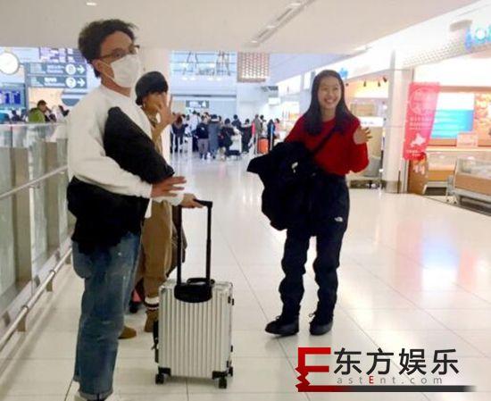 网友日本偶遇陈奕迅 14岁女儿身材高挑长腿抢镜!