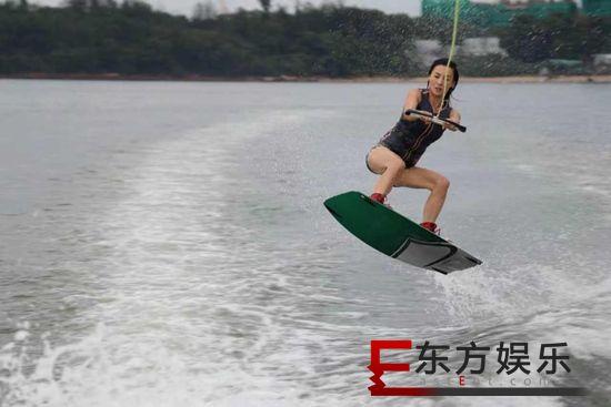 张柏芝上传视频大呼想冲浪 身姿矫健元气满满