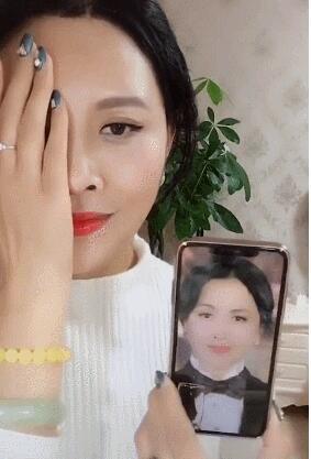 刘嘉玲翻牌仿妆  网友:娶了她就等于娶了刘嘉玲!