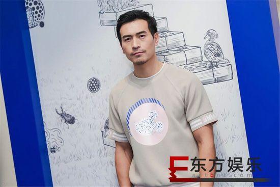 """纪焕博受邀出席品牌静态展 正确示范""""春节红""""穿搭"""