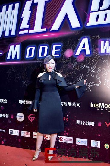 """崔子格获年度亚洲最佳女歌手 一袭黑裙亮相红毯美丽""""冻""""人"""