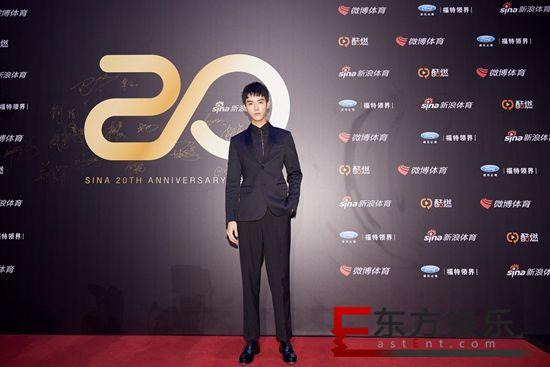 龚俊出席中国体育20年颁奖盛典 见证荣耀传递榜样力量