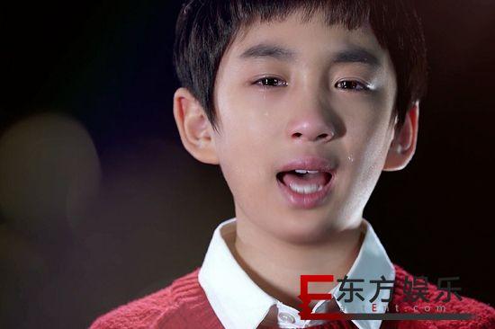 8岁少年洪霆含泪演唱《爸爸妈妈快回家》感动亿人