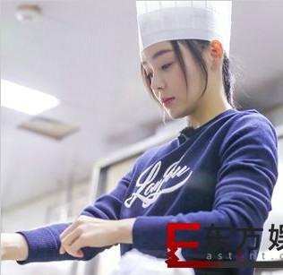 《我家那闺女》袁姗姗学厨艺大左试菜 12年来首次在家过年给父母做饭