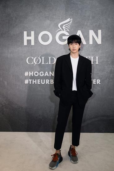 韩火火黑色西服套装亮相米兰时装周 展现多面时尚态度