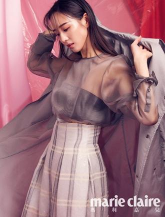 张钧甯粉色系梦幻封面大片  高级性感展现朦胧美