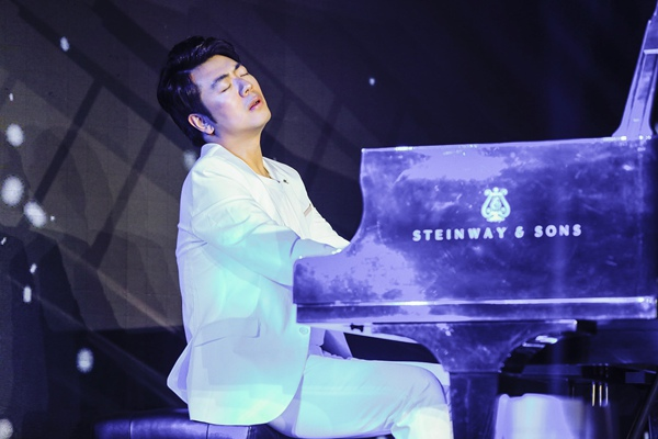 """""""炙手可热的古典钢琴艺术家"""" 郎朗 2019全新专辑《钢琴书》亚洲发布会盛大开启"""