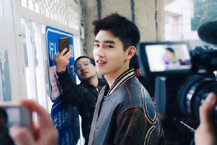 陈飞宇真的很拼了 到达考场时就他一人还被关在校门外