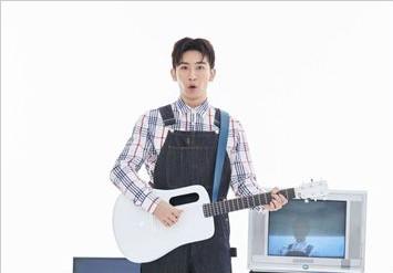 全能唱作人谭杰希全新单曲《电视机》正式发布  陌上繁华忆往事清甜