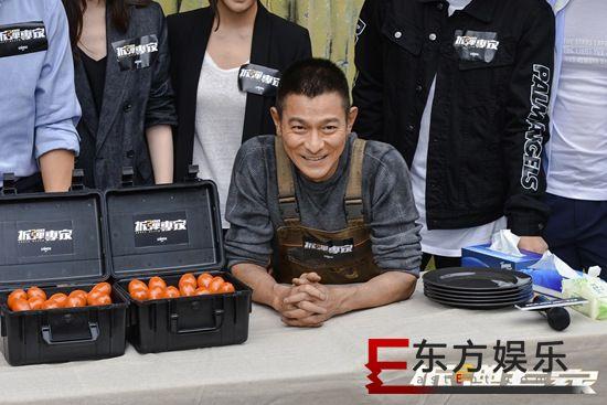 刘德华《拆弹专家2》香港开机 刘青云、倪妮加盟制作全面升级