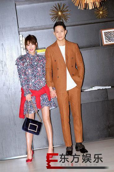 陈燃与Mark Luu甜蜜赴派对  网友:小腹隆起好事将近?
