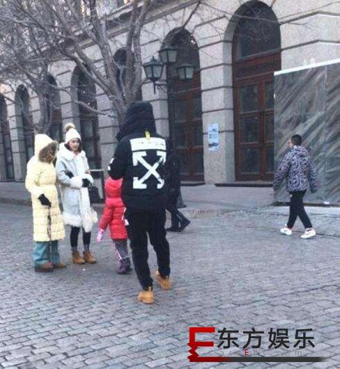 洪欣曾原谅张丹峰 春节穿同款情侣鞋出游?