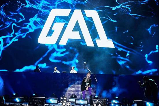 GAI周延现身广州yolo音乐节 三万人狂欢现场HIGH翻天